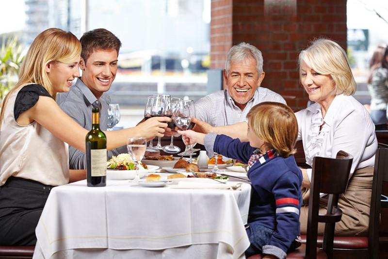Speisen und Getränke: Aufteilung eines Gesamtpreises